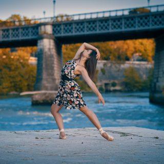 It's Time To #Dance #dancer #ballerina #ballet #classicdance #girl #portrait #portraitphotography #portrait_universe #ritratto #ritrattofotografico #ritrattoambientato #shooting #shootingphoto #shootingday #photography #photoshooting #photooftheday #globe_portraits