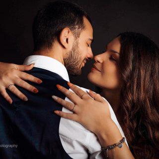 Uno scatto non ha bisogno di parole. Contattami per uno #Shooting di coppia #shootingphoto #portraitphotography #portrait #globeportraits #weddingphoto #weddingphotography @photoartandtechs