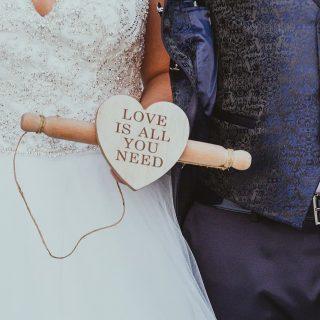 Immagini dopo immagini, le emozioni si susseguono, gli occhi si inumidiscono, i sorrisi si allargano, le mani si stringono. I cuori palpitano. Proprio come in quel giorno lì. Il giorno in cui la vostra vita è cambiata per sempre. 💍 . . . . . . . .  #paolodintino #wedding #matrimonio #fotografia #futurasposa #fidanzati #coppiaperfetta #ilmatrimoniodelmiomiglioreamico #futurisposi #amore #fidanzato #cercofotograforoma #fotografomatrimonio #Roma