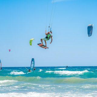 #kiters on the run #kitesurfing #tucanokitefondi #tucanokitesurf #tucanokiteclub #saltodifondi #saltodifondibeach  #sportphotography #sportphoto #bestphoto #bestpicture #bestoftheday #bestpic #picoftheday #pictureoftheday